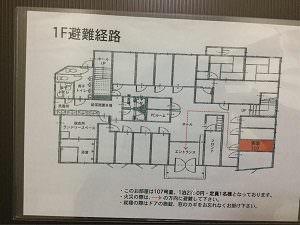 ビジネスホテル福千の個室に貼られていた避難経路図