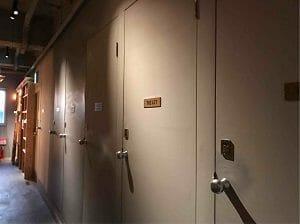 BookAndBedTokyo京都店のトイレとシャワー