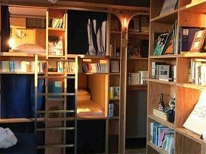BookAndBedTokyo京都店は本棚が埋め尽くす