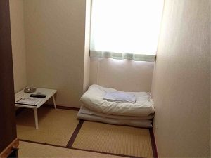 ビジネスホテル加賀の和室