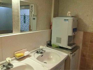 ビジネスホテル福田屋の洗面台と給湯器