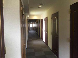 ホテルヒカリの客室フロア廊下