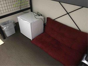 ホテル寿陽の洋室ベッド下スペース