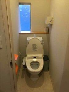千住田村屋のトイレ個室