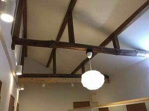 千住田村屋の廊下の天井