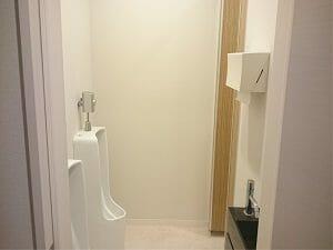 千住田村屋の男性用トイレ