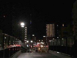 南千住駅の陸橋からビジネスホテル福田屋の方角