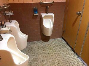 エコノミーホテルほていやの男子トイレ内