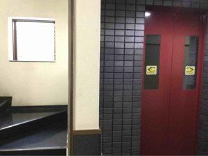 エコノミーホテルほていやはエレベーターと階段が併設