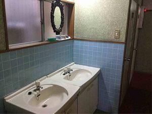 ホテル日光館の洗面台