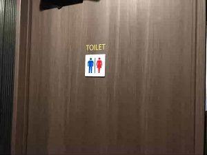 丸忠チェントロの共用トイレ入口