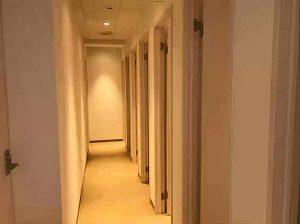 1980円ホテルのシャワールームフロア