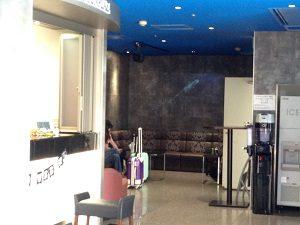 サンプラザのフロント横には談話スペースも