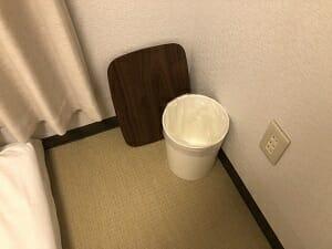 東京SA旅館の個室内にはちゃぶ台もある