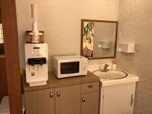 東京SA旅館の共用スペースにはウォーターサーバーも