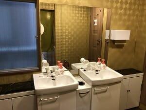 東京SA旅館の共用洗面スペース