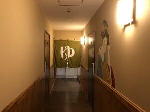 東京SA旅館1階の奥には「ゆ」の暖簾