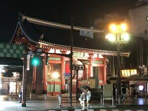 BookandBedTokyo浅草店は雷門からすぐ